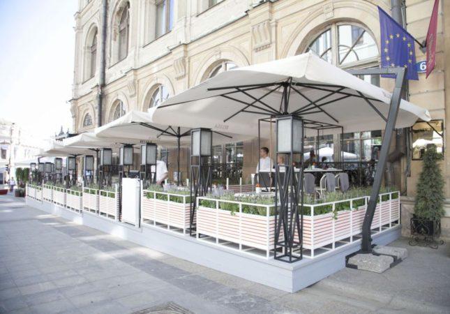 Летняя веранда Brasserie Мос