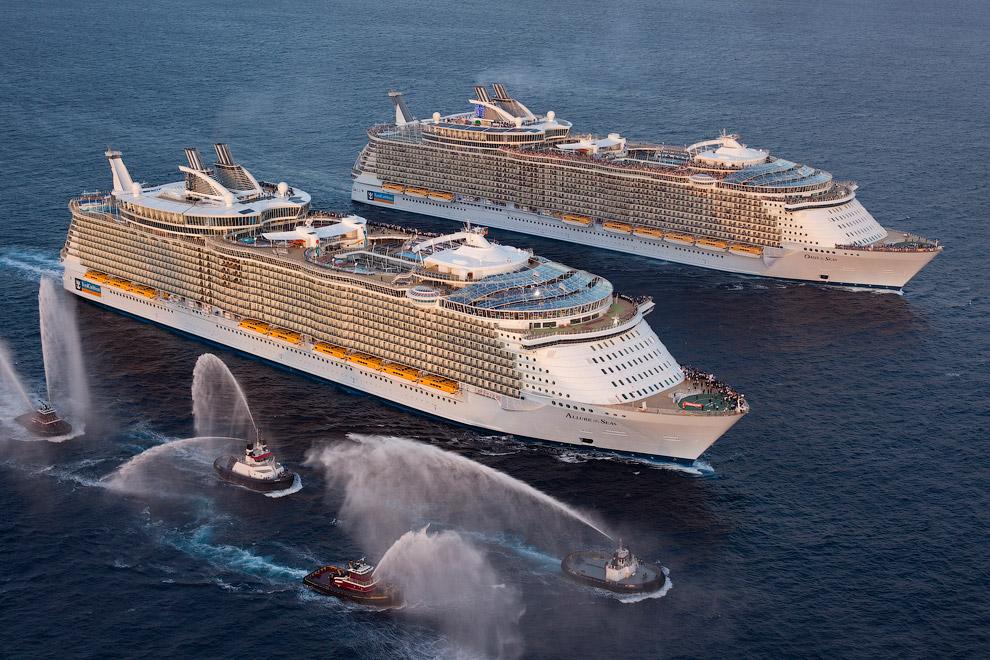 Самый большой круизный лайнер в мире Allure of The Seas.