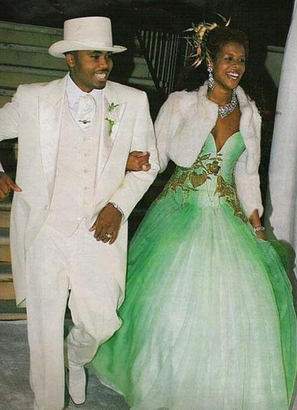 Келис в платье цвета лайма
