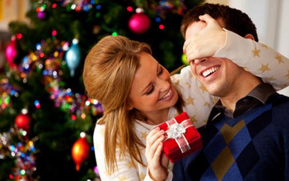 Выбирая подарок на Новый год для любимого мужчины