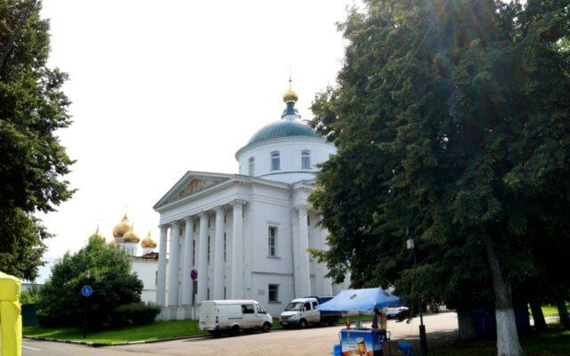 Достопримечательности Ярославля - достопримечательности, которые нужно увидеть! Небольшая экскурсия по Ярославлю.  Фото, описание, отзывы, панорамы самых известных достопримечательной города на Волге: храмы, церкви, музеи,  старинные здания и другие объекты,Если вы намерены посетить Ярославль, этот славный город с 1000-летней историей,  то, конечно, лучше заранее узнать все про достопримечательности Ярославля,достопримечательности ярославля, 76 мест которые нужно посетить,