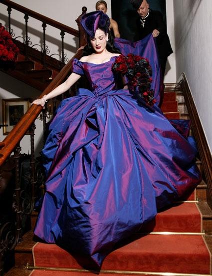 Дита фон Тиз в платье от дизайнера Вивьен Уэствуд