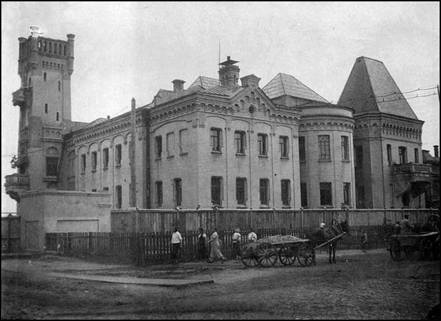 Замок Понизовкина сохраняется