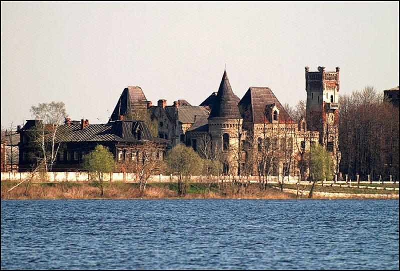Восстановленный замок Понизовкина