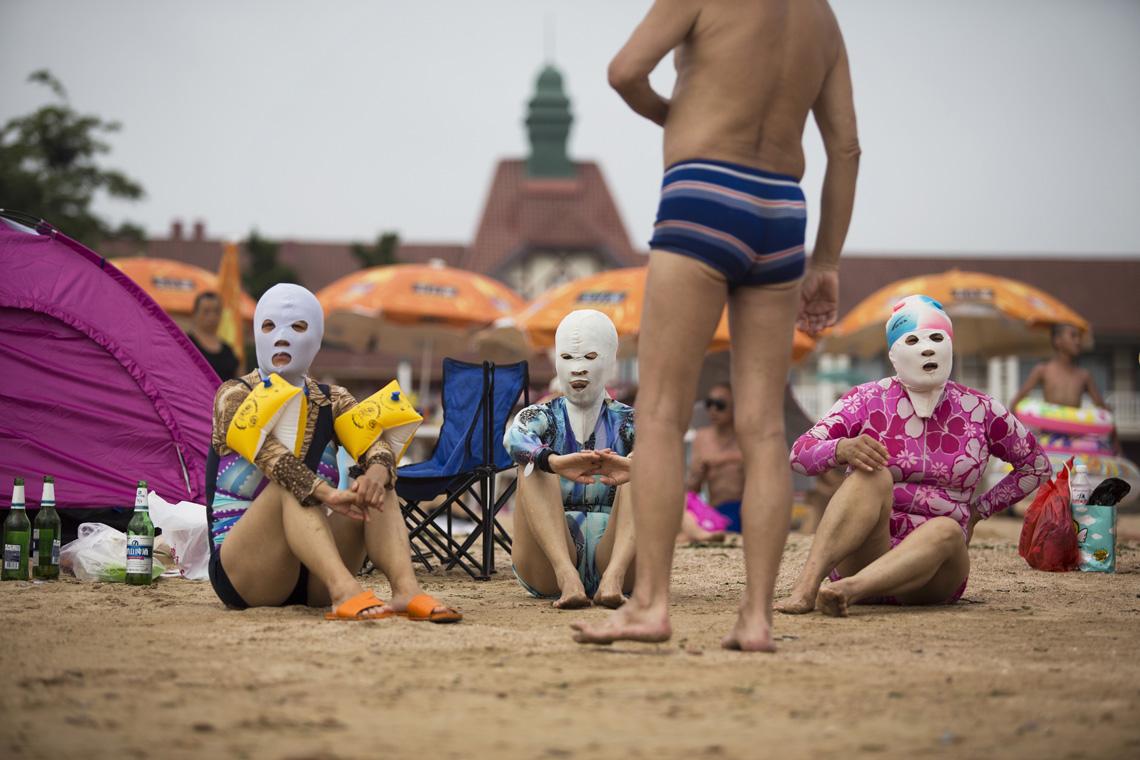 ПЕКИН: чудаковатая пляжная мода