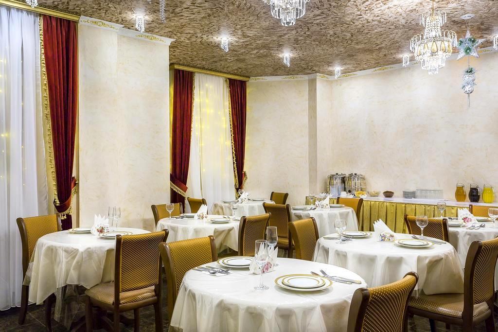 завтрак в отеле «Империя» в Москве