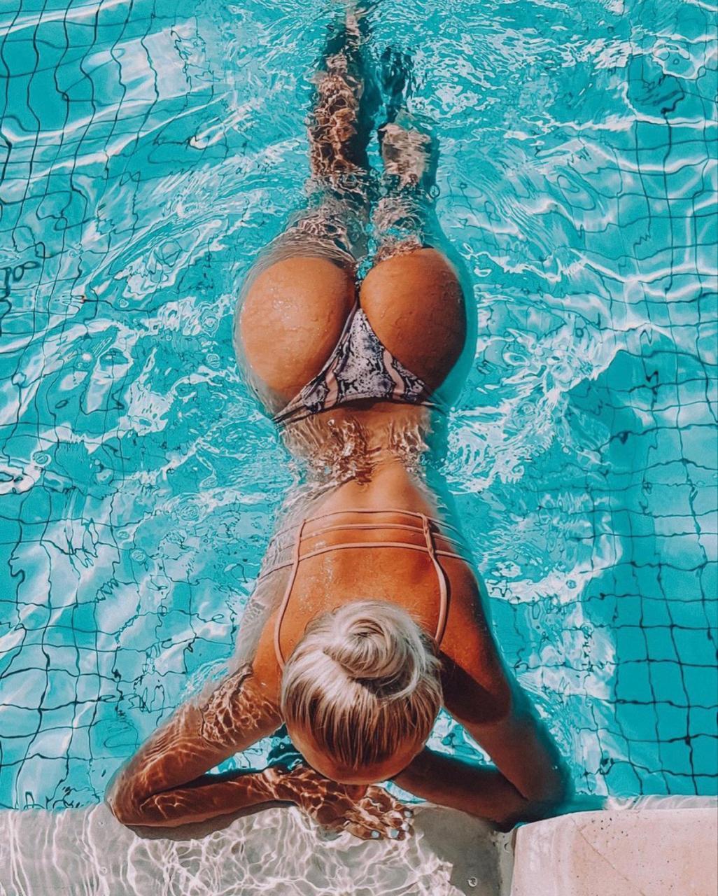 Света Патахонова в бассейне